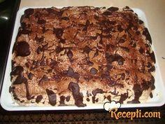 Recept za Karamel penastu tortu. Za spremanje torte neophodno je pripremiti piškote, mleko, puding, šećer, margarin, pavlaku, čokoladu, kakao.