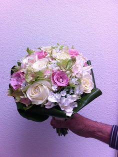 Bruidsboeket met rozen en hortensia. Roze wit. Gemaakt voor een vriendin