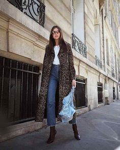5 Winter Outfit Formulas You Won't Want to Forget - Casual Winter Outfits Casual Winter Outfits, Stylish Outfits, Fall Outfits, Outfit Winter, Business Casual Jeans, Leopard Print Coat, Winter Stil, Cozy Winter, Street Style