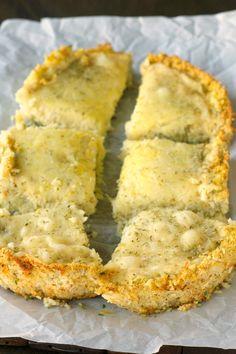 Crockpot Deep Dish Cheese Pizza with Cauliflower Crust   #glutenfree #grainfree #vegetarian