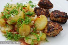 Opskriften på en lækker tysk kartoffelsalat. Den er god som tilbehør til fx frikadeller og smager fantastisk på en sommeraften.