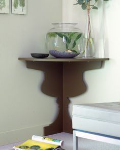 "How to save space in your home by making these simple changes. See the ""Space-Saving Corner Shelves"" in our Save Space in Bedrooms and Living Areas gallery. Corner Shelf Design, Diy Corner Shelf, Corner Table, Corner Space, Corner Tv, Do It Yourself Furniture, Diy Furniture, Diy Hanging Shelves, Diy Casa"