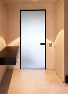 Best Home Decoration Magazine Internal Sliding Doors, Sliding Glass Door, Vinyl Garage Flooring, Glass Bathroom Door, Sliding Door Wardrobe Designs, Door Design, House Design, Loft Door, Cosy House