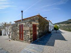 Casa de Campo Morgadio da Calcada, Provesende, incluindo comentários — Booking.com Portugal, Douro, Hotel Reservations, Sidewalk, 1, 17th Century, Small Rooms, Cozy, Cottage