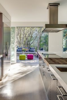 View and Colours A Modern Upgrade: Volumetric House in California With a View