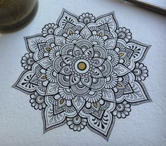 Mandala Art Lesson, Mandala Doodle, Mandala Artwork, Henna Mandala, Mandala Tattoo Design, Mandala Drawing, Doodle Art, Doodle Patterns, Zentangle Patterns