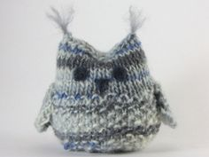 Knitted Owl Pattern | AllFreeKnitting.com Sample made in bulky yarn but I think this would be exceptionally cute in scrap sock yarn. He would also be exceptionally small in sock yarn!