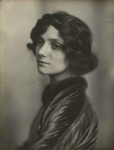 Irene Vanbrugh      by James Craig Annan