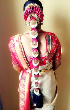 Poo Jadai Alangaram Designs for Wedding and Seemantham – South Indian Bride South Indian Wedding Hairstyles, Bridal Hairstyle Indian Wedding, Indian Bridal Outfits, Indian Bridal Fashion, South Indian Weddings, Indian Hairstyles, Bride Hairstyles, Graduation Hairstyles, Hairstyle Ideas