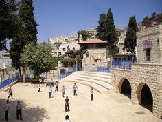 Quando visitamos Tzfat, em português Safed, estávamos longe de saber que esta cidade tão tranquila tinha sido atingida por vários mísseis lançados pelo Hezbollah em 2006. Tzfat localiza-se na chamada Alta Galileia e faz jus à sua região já que é a cidade situada a maior altitude no estado de Israel, à cota de 900 …