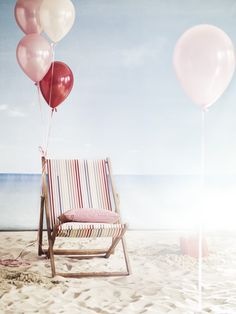 Beach styling | Fabrics, balloons and pillows.