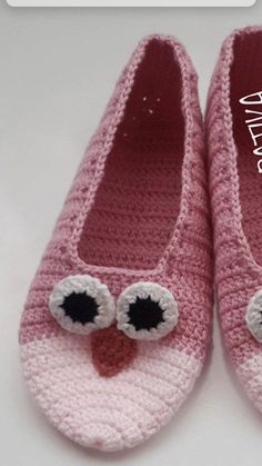 Crochet Slipper Pattern, Crochet Gloves, Knitted Slippers, Crochet Slippers, Crochet Home, Knit Crochet, Crochet Baby, Sweater Knitting Patterns, Knitting Socks