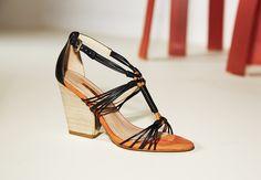 Sandália em couro.