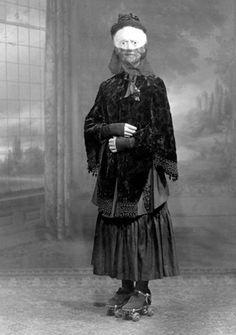 I love her roller skates.    The Official Grateful Web Blog!: Lonesome Liz's Creepy Vintage Halloween Photo Gallery