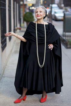 Ideas Womens Fashion Over 60 Aging Gracefully Advanced Style Mature Fashion, Fashion Over 50, Dark Fashion, Grandma Dress, Moda Fashion, Womens Fashion, Style Fashion, Fashion Trends, Carmen Dell'orefice