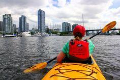 Изучать Канаду можно разными способами. В стране огромное количество воды – океаны, озера и реки. Так почему бы не взглянуть на Канаду с воды? Вот 7 разных мест, на которые стоит посмотреть, сидя в лодке.
