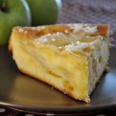 Bizcocho cuatro cuartos con manzanas