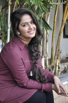 Bollywood Actress Hot Photos, Actress Pics, Beautiful Bollywood Actress, Beautiful Indian Actress, Beautiful Actresses, Beautiful Saree, Hot Beauty Hair, Long Indian Hair, Indian Bikini