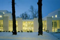 A school in Helsinki Helsinki, The Great Outdoors, Exterior Design, Architecture Design, Places To Go, Lights, Mansions, House Styles, Beautiful