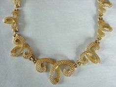 AWESOME DESIGN Excellent Quality Vintage Textured Gold Tone Cathe Necklace