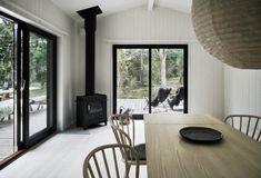 Skogshuset vid stranden, Gotland – M. Summer House Interiors, Interior Styling, Interior Design, Forest House, House Extensions, Dining Room Design, Bedroom Sets, Home Decor Kitchen, House Design