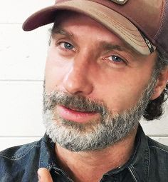 Andrew Lincoln, Plays Rick Grimes on the Walking Dead. He is British but does an American southern accent that is spot on. Walking Dead Tv Show, Fear The Walking Dead, Andrew Lincoln, Rick Grimes, Ricky Dicky, San Roman, Melissa Mcbride, Star Wars, Cinema