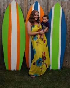 We should make a bunch of these surfboards for the party that way they just lean against the wall! I have some green paints we can probably get cheap paint Aloha Party, Party Fiesta, Hawaiian Luau Party, Hawaiian Theme, Tiki Party, Tropical Party, Beach Party, Beach Pool, Luau Birthday