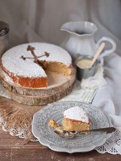 Perfecta receta tradicional española de uno de los postres más famosos de nuestra gastronomía: Tarta de Santiago. ¡No te la puedes perder!