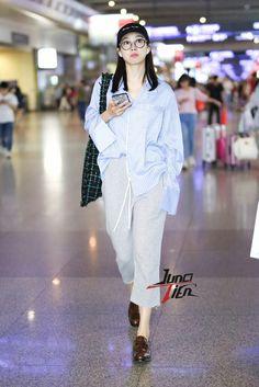 170615 Qian @ Shanghai Hongqiao Airport #victoria #victoriasong #빅토리아 #qian #songqian #宋茜 #fx #에프엑스 #meus #meu #미유  More Pics: https://functionlove.net/2017/06/15/170615-fvictoria-shanghai-hongqiao-airport-1-25p/