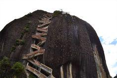 Colombia: Peñón de Guatapé Este monolito de piedra volcánica está en Antioquía. Cuenta con 220 metros de altura y los escalones han sido construídos en el hueco de una falla.