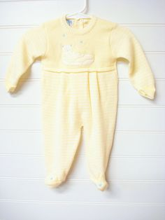 Hey, I found this really awesome Etsy listing at https://www.etsy.com/listing/208094623/vintage-baby-clothesbaby-girl-knit