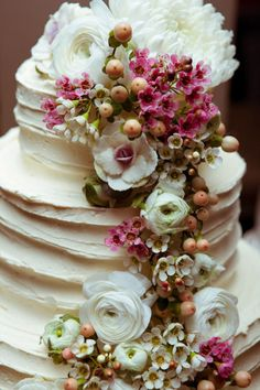 Beautiful cake with Ranunculus ~#repinned by Lori Cole Events