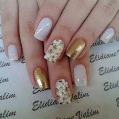 Unhas, unhas bonitas, unhas decoradas com dourado, unhas douradas, unhas . Perfect Nails, Gorgeous Nails, Toe Nail Designs, Nails Design, Cute Nail Art, Flower Nails, Creative Nails, White Nails, White Manicure