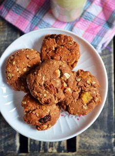 Eggless breakfast cookies with finger millet oats corn flakes and wheat flour. Eggless Cookie Recipes, Eggless Desserts, Eggless Baking, Baking Recipes, Breakfast Cookie Recipe, Healthy Snacks For Kids, Healthy Breakfasts, Simple Snacks, Eating Healthy