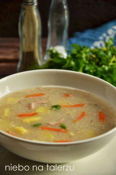 Jak ugotować dobry krupnik, by z niezbyt lubianego przez dzieci dania stał się ich ulubioną zupą? Podstawą jest wywar na warzywach oraz