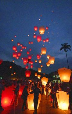 Pingsi Heavenly Lantern Festival - Taipei. Would love to see this in person some day.Bucket list.