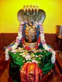 திருச்சிற்றம்பலம் Shiva Yoga, Wine Wallpaper, Shiva Shankar, Luxury Background, Nataraja, Birth And Death, Tanjore Painting, Om Namah Shivaya, Indian Temple