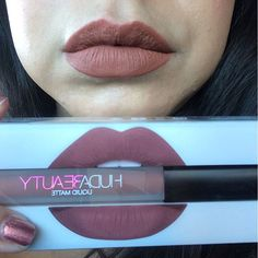 Huda Beauty liquid matte lipstick in Trendsetter. This color is a warm terra-cotta color, I would say the lipliner is more pinky than the liquid matte. For reference I am an NC25/30 with very warm/golden undertones.  #hudabeauty #shophudabeauty #hudabeautyliquidmatte #hudabeautytrendsetter #liquidlipstick #crueltyfreebeauty #crueltyfreemakeup #crueltyfreecosmetics #terracotta #lipswatch