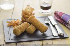 Estos rollitos de jamón York y queso no son ni receta, pero que a mí me solucionan mucho para las cenas: vuelan de los platos en cuanto se sirven.