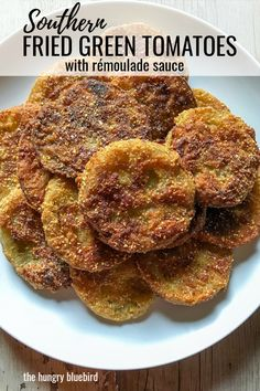 Fried Green Tomatoes Southern Fried Green Tomatoes, easy and crispy, served with Louisiana rémoulade sauce.Southern Fried Green Tomatoes, easy and crispy, served with Louisiana rémoulade sauce. Side Dish Recipes, Vegetable Recipes, Side Dishes, Fried Tomatoes, Fried Green Tomatoes Recipe Easy, Baked Green Tomatoes, Green Tomato Recipes, Cooking Recipes, Healthy Recipes