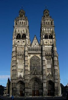 DD France cycling tours: Self-guided bike tours in the Loire & Provence with bicycle rental, luggage xfers, gorgeous biking, & Leiden, The Places Youll Go, Places To See, Sacred Architecture, Amazing Architecture, Gothic Cathedral, Tours France, Ville France, Tours Loire Valley