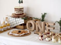 Decoración de fiestas en All Lovely Party Birthday Room Decorations, Boys 1st Birthday Party Ideas, One Year Birthday, Wild One Birthday Party, Diy Baby Shower Decorations, First Birthday Photos, Baby First Birthday, Ideas Decoracion Cumpleaños, Teepee Party