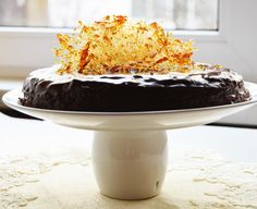 A delicious vegan cake with bananas, dark chocolate and plum jam. (in Romanian) Plum Jam, Vegan Cake, Daily Meals, Food Photo, Chocolate Cake, Caramel, Sweet Tooth, Vegan Recipes, Favorite Recipes