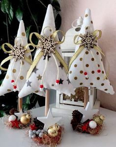 56 Best Christmas Crafts for Kids Fabric Christmas Trees, Christmas Bunting, Christmas Sewing, Pink Christmas, Xmas Tree, Christmas Fair Ideas, Xmas Ideas, Vintage Ceramic Christmas Tree, Christmas Tree Decorations