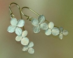 Drop Earrings Hydrangea Earrings Flower door PatrickIrlaJewelry