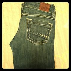 BKE capris Size 25 capris worn have some fraying at the detail excellent condition besides that loved but I have grow out of these! BKE Jeans Ankle & Cropped