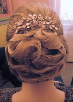 Wedding bridal hair upstlye chignon curls waves bun