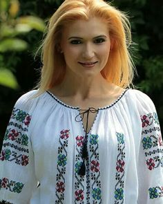 Floral Blouse, Floral Tops, Traditional, Women, Fashion, Moda, Top Flowers, Fashion Styles, Fashion Illustrations