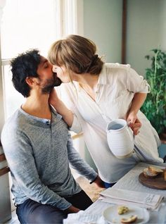 Когда он в самом начале влюбился в вас, вы были прелестной особой; вы смеялись и веселились. Он восхищал вас до самой глубины вашей души. Каждый день вы просыпались и строили планы, которые включали вас обоих. Женат ли он на той же, по-прежнему прелестной