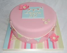 love the cake board 70th Birthday Cake, 1st Birthday Parties, Girl Birthday, Birthday Ideas, Cath Kidston Cake, Fab Cakes, Cake Makers, Cake Board, Amazing Cakes